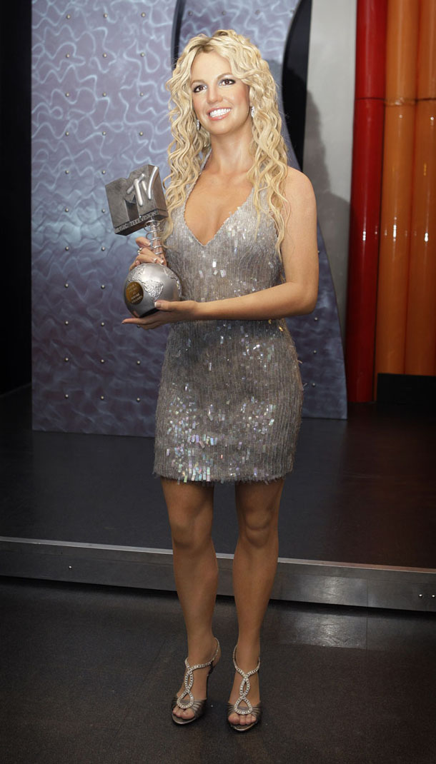 Britney-Spears-at-Madam-Tussaud-in-London.jpg