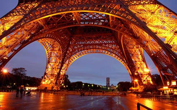 Tour Eiffel at night