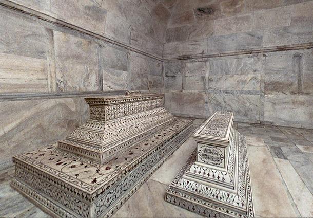 Tomb inside Taj Mahal