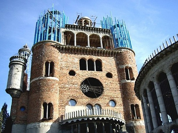 Huge Church in Spain Made from Salvaged Materials