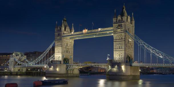 St. Valentine's in London, England (Tower Bridge)