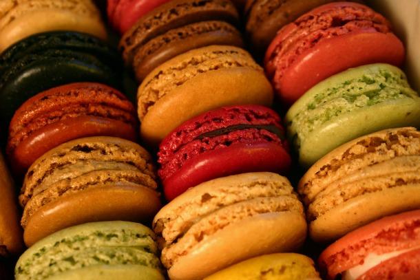Chocolate, cappucino, vanilla, red fruits macarons - Source tchochkes.com