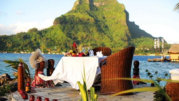 Lagoon Bar, Bora Bora, French Polynesia - Source luxurylink.com