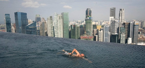 Infinity Pool - Singapore - Source dailymail.co.uk
