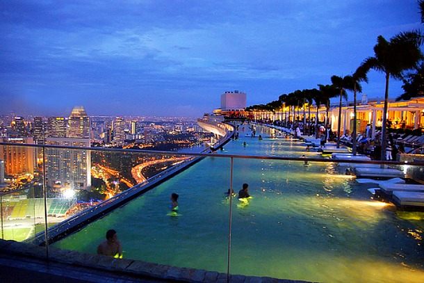 Marina Bay Sands - Infinity Pool, Singapore  - Source nicolechen.net