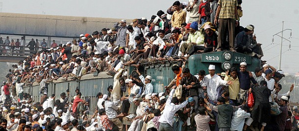Pakistan Crowded Train
